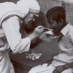 Mother_Teresa_feeding_the_poor