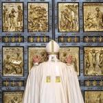 pope opens doors year of mercy 2