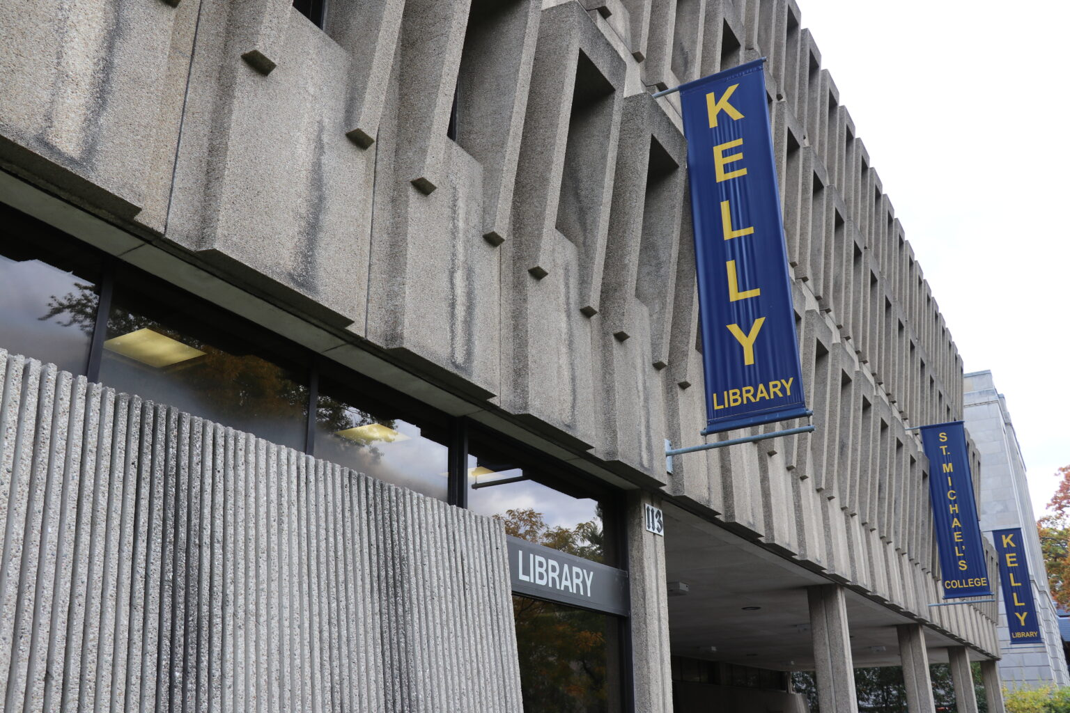 Photograph of the Kelly Library exterior