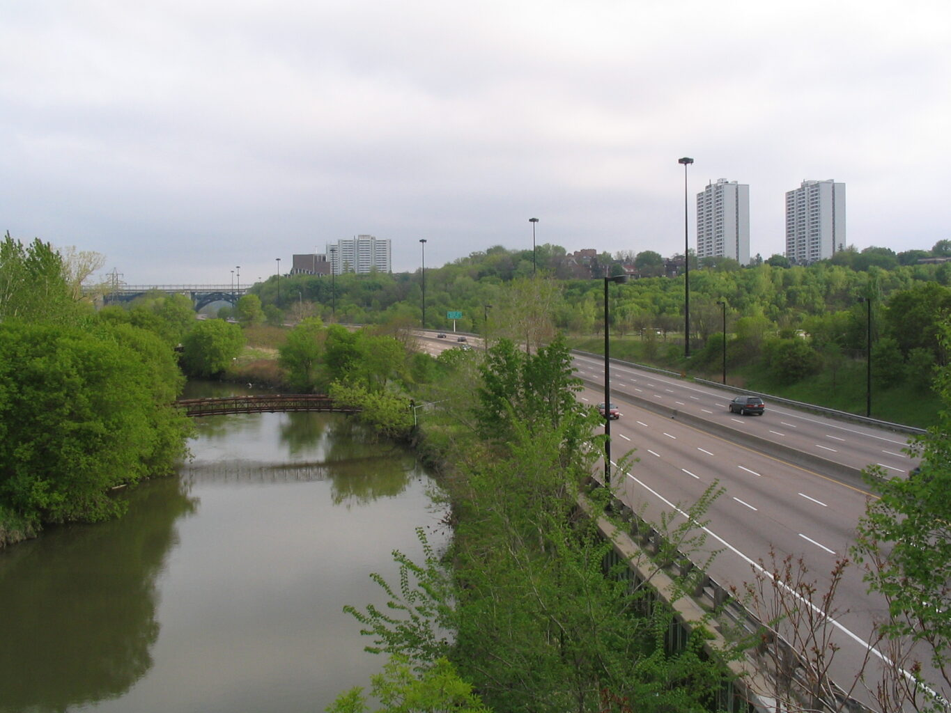 Image of the Don River and Don Valley Parkway with a single car in the lanes